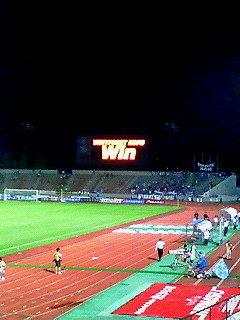 WIN!の文字とお月さまが美しい夜でした。
