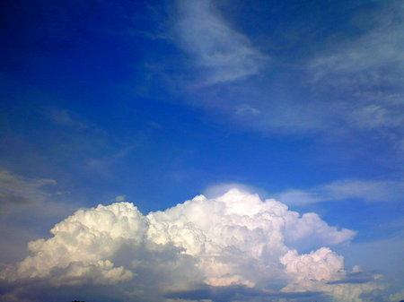 本当は、右上の薄い雲が撮りたかったんですが、薄すぎて… 天使の羽根みたいで可愛かったんですけどね。